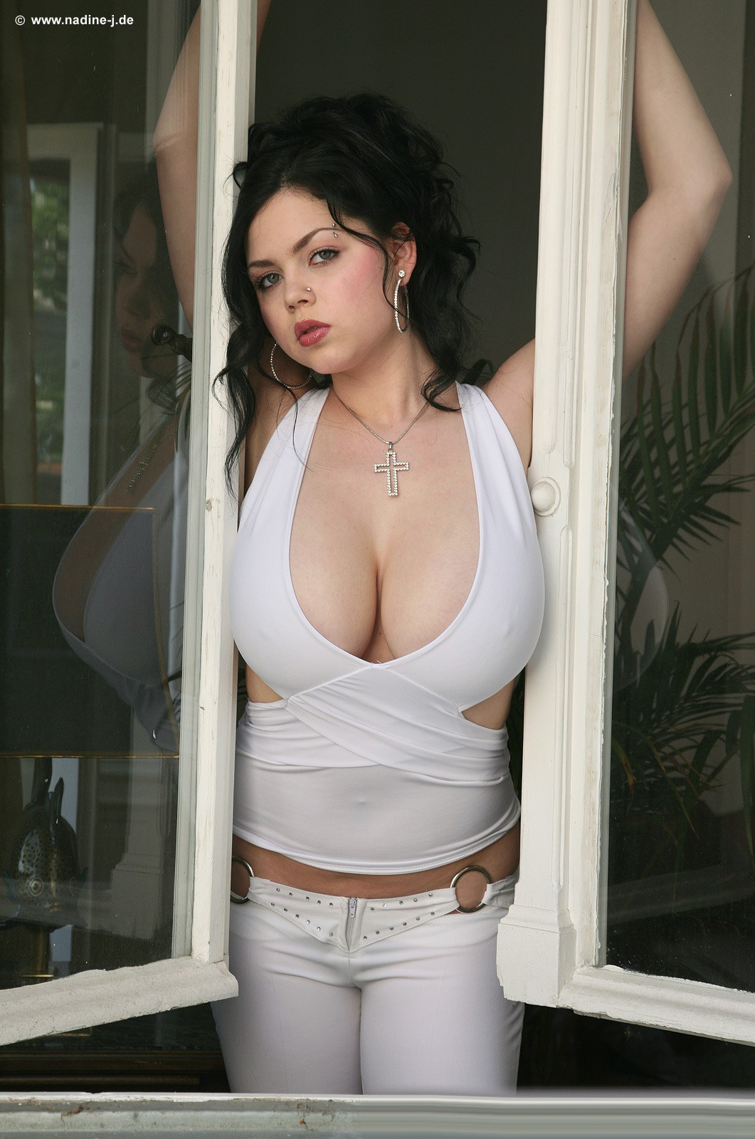 Dark haired chick Shione Cooper seduces her man friend with her huge boobs № 189350 бесплатно
